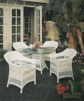The dressy effect of white on black brings formality outdoors to this enclosed patio.