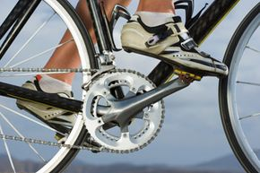 Bikes with clipless pedals, like this one, help you achieve greater efficiency and power when using full-stroke pedaling.