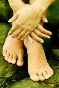 Periungal warts, caused by the human papillomavirus, occur around the nail bed of both hands and feet. See more pictures of skin problems.