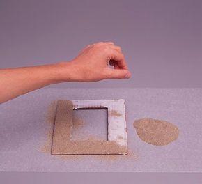 Sprinkle sand on the glue. (Step 4)