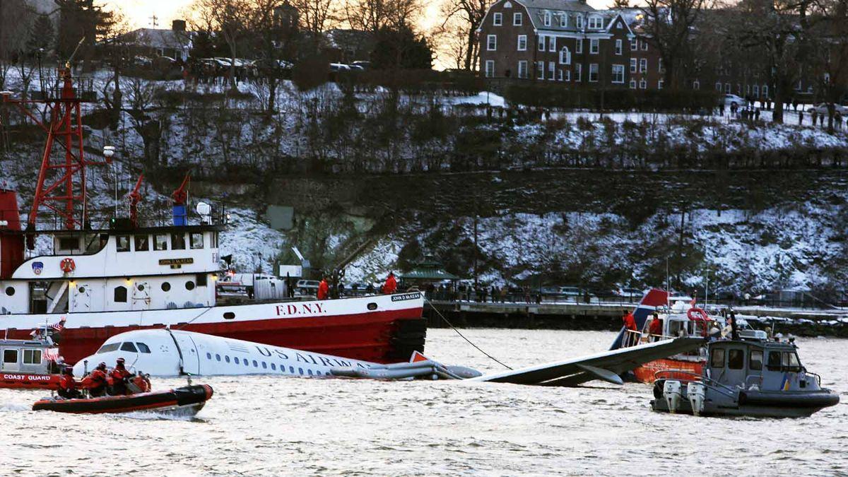 エンジンが故障した場合、飛行機はどこまで滑空できますか?