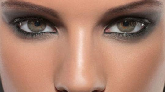 Choosing Dramatic Eye Makeup that Pops