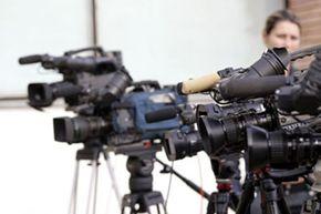 Press conferences should allow for camera setup.