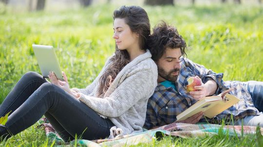 6 Ways Reading a Book Beats Reading Digitally, Hands Down