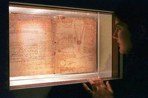 An employee of the American Museum of Natural History admires two pages from Leonardo da Vinci's famed Codex Leicester in 1996.