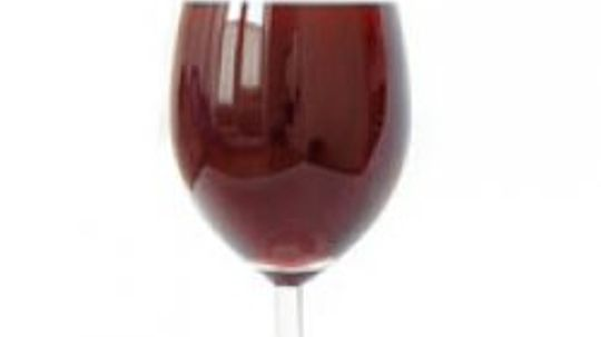 Can red wine cause skin allergies?