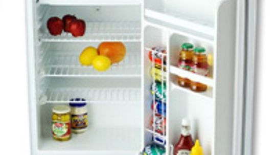 How can I tell if the light in my refrigerator goes off or not when I close the door?