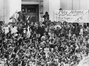 A crowd protests the Vietnam War outside the U.S. Capitol building in 1971.