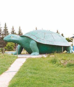 Ernie the Turtle was created by Don Foulds, who's built other roadside attractions in Canada.