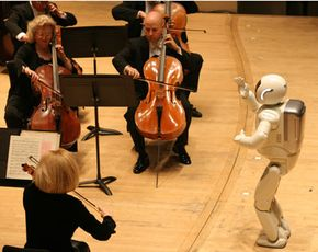 ASIMO conducts the Detroit Symphony Orchestra.