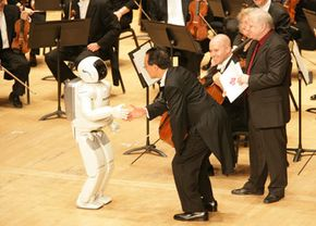 Cellist Yo-Yo Ma meets ASIMO
