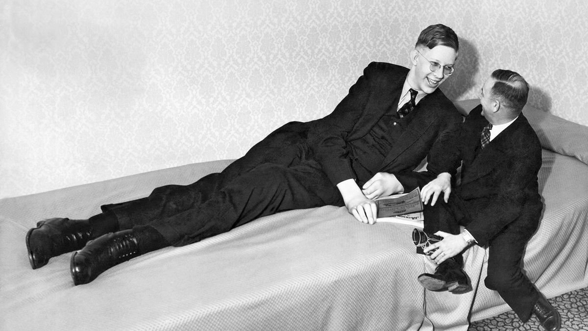 8時11分に」ロバートワドローは世界で最も背の高い男だった