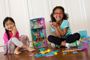 Roominate toys kits give dollhouse playsets a dose of architectural versatility.