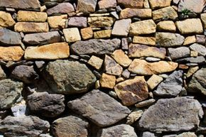 This wall example shows the use of large, heavy stones in the foundation layers, and smaller stones toward the top of the structure.