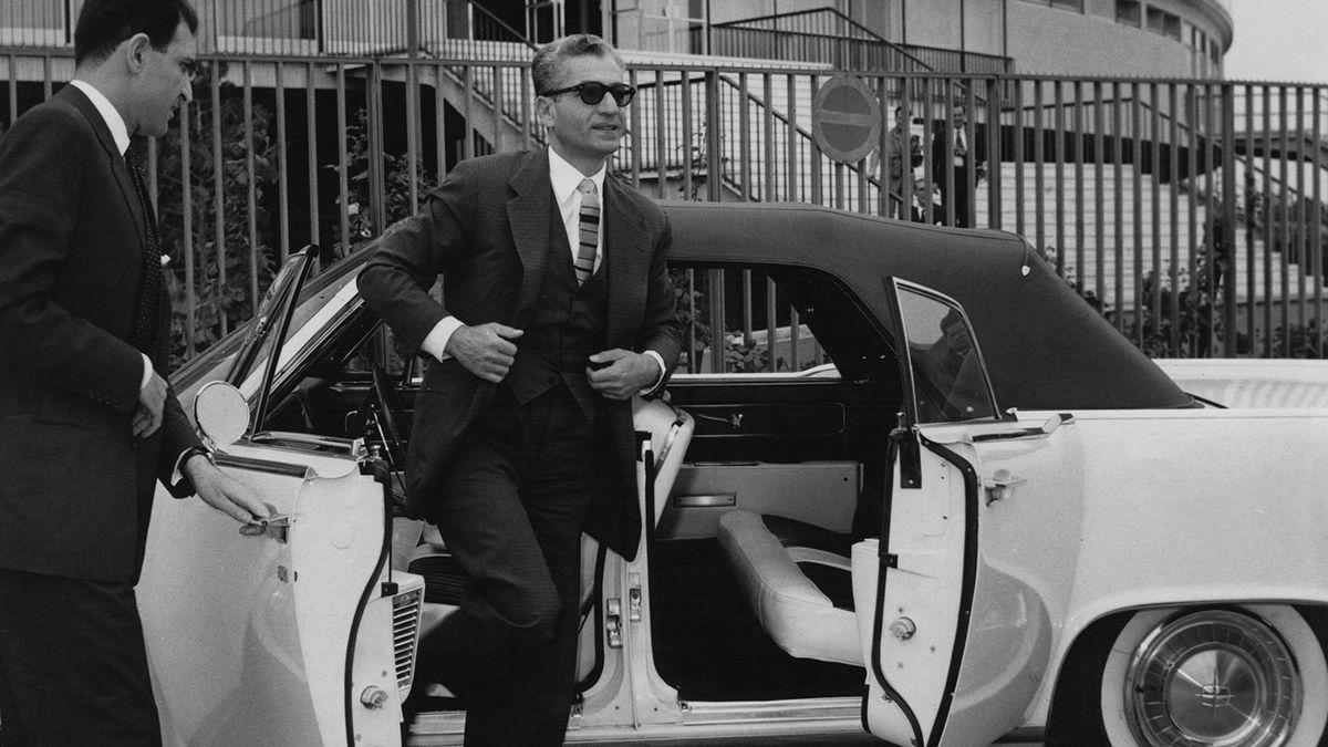 車に「スーサイドドア」があったのはなぜですか?それらはまだ存在しますか?