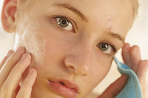 The rumor that sweat can help cleanse pores to prevent pimples is not accurate. View more men's health pictures.
