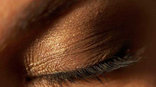 Is it Safe to Moisturize My Eyelids?
