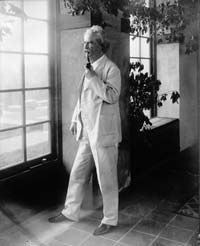 Circa 1900: American writer and humorist Samuel Langhorne Clemens (1835 - 1910), who wrote under the pseudonym Mark Twain.