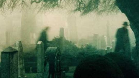 What makes graveyards scary?