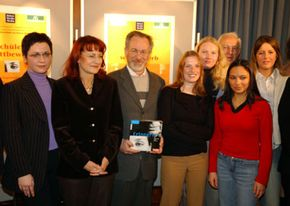 """Edelgard Bulmahn, Germany's Federal Minister of Education, and Steven Spielberg congratulate past winners of the student contest """"Remembering for the Present and the Future - Tolerance wins!"""""""