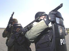 Mossberg M590/590A1 combat shotgun (center)