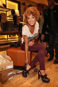 Singer CeCe Segarra found a pair of brown heels that go well with her patterned skinny jeans.