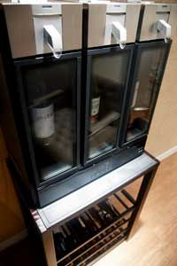 After opening a bottle of wine, the skybar can preserve it for 10 days.