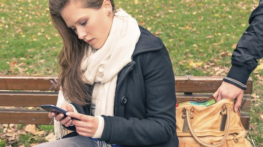 Does a smartphone raise your risk of identity theft?