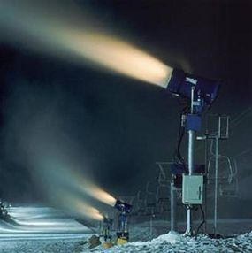 Super Wizzard snow guns mounted on towers
