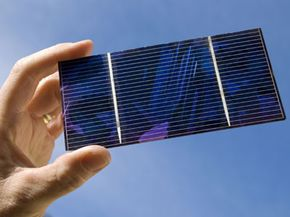 The key to this travel gadget --a hand-sized solar cell