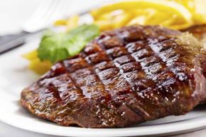 Red meat apparently emits an odor in men that women do not find very attractive.