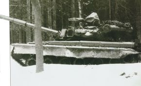 The T-80 Main Battle Tank was an improved model of the T-64/T-72. Note the snorkel tube behind the turret tunnel.
