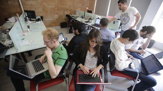 How Tech Startup Accelerators Work