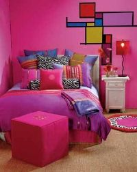 Dramatic fuchsia, magenta, and shocking pink fill this room with color.