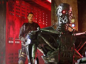 John Connor (Christian Bale) sneaks up behind a T-600 Terminator.