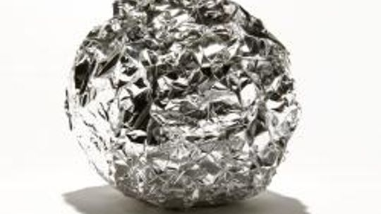 Biting on aluminum foil can be painful. Why?