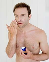 Antioxidant-rich moisturizers can soothe irritated skin.