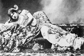 Mata Hari in her exotic dancer days.