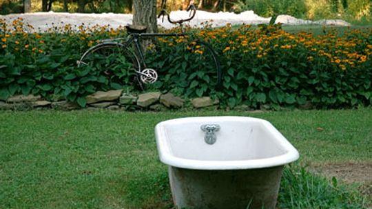 10 Unexpected Garden Decorations