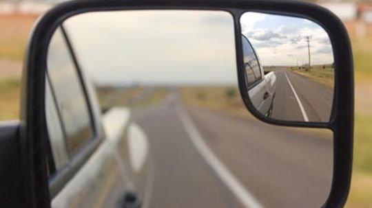 How to Use Mirrors While Towing
