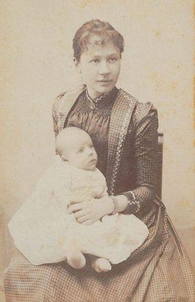 Johanna van Gogh-Bonger with son Vincent Willem