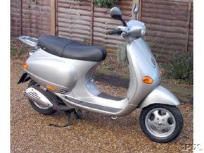 A 1998 Vespa ET4 125cc. See more motorcycle pictures.