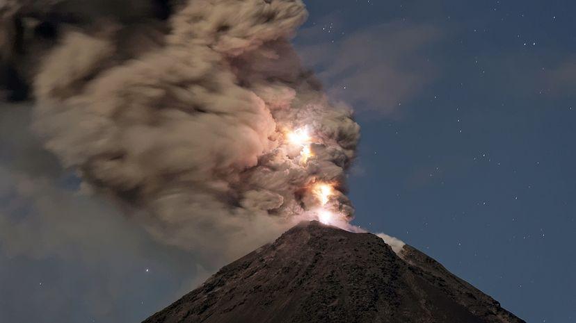 volcano lightning volcanic thunder