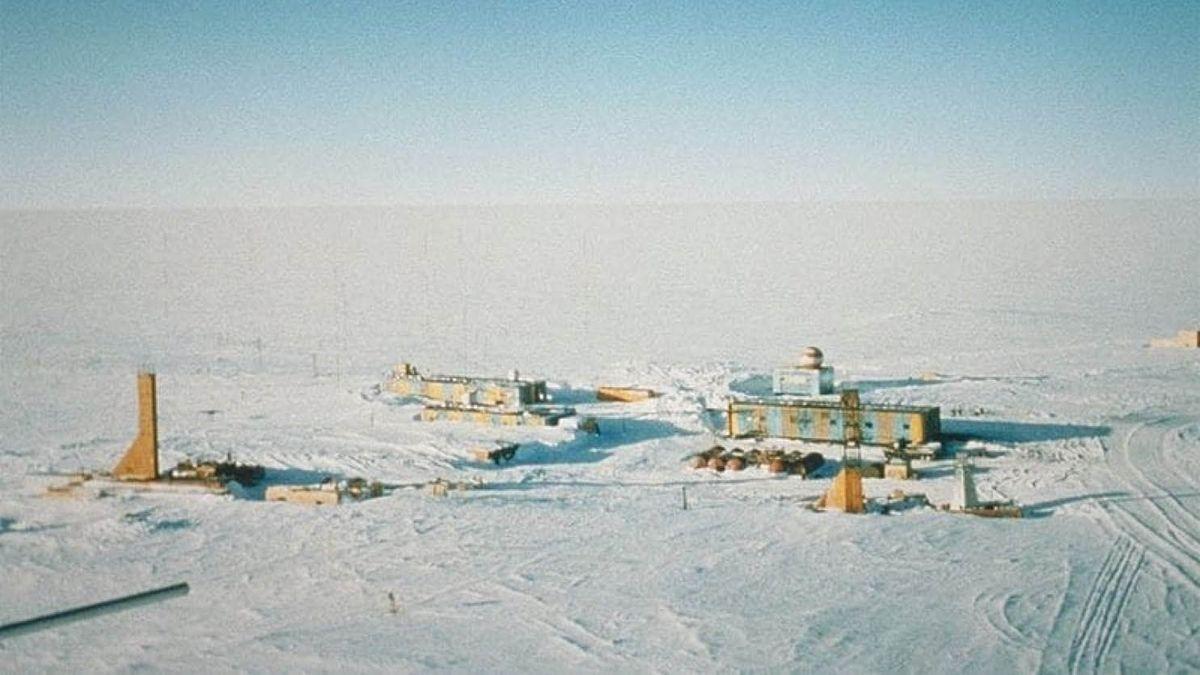 2マイルの南極の氷の下に隠されたボストーク湖の発見