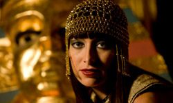 Instead of a veil, the bride could don an Egyptian headdress to carry out an Antony and Cleopatra theme.