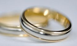 No need to choose between silver or gold with this ring.
