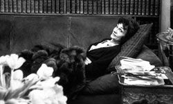 Coco Chanel made a triumphant return to fashion -- and business -- in 1954.