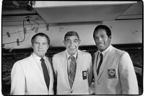Monday Night Football broadcasters (L-R) Frank Gifford, Howard Cosell and O.J. Simpson pose for a photo in 1983 before a Vikings-Niners game.