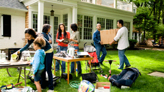 How to Organize a Yard Sale