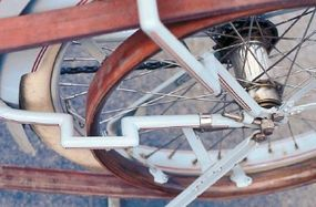 The Excelsior's rear frame tube took a detour in order to clear the large drive pulley.